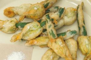 frie zucchini flowers